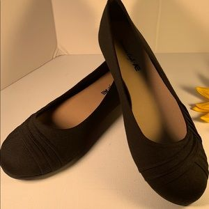 👠NWT textured Black Flats